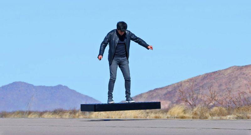 Um hoverboard de US$ 15 mil futua no ar por seis minutos